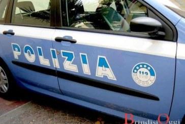 Fermato dalla polizia con l'auto appena rubata, arrestato 24enne