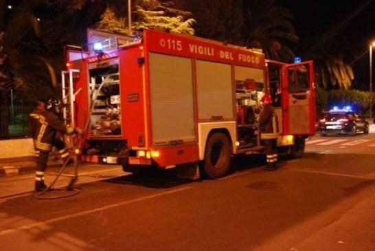 Due auto bruciate a Torchiarolo, si indaga per dolo