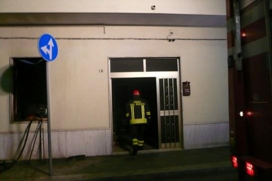 Incendio in una casa dopo  l'arrivo dei ladri