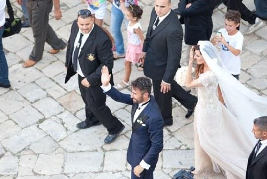 Sposi Vucinic: dopo la pioggia di riso, il saluto alla folla. Il video