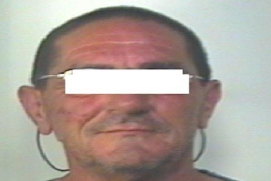 In fuga con l'auto rubata, arrestato 61enne
