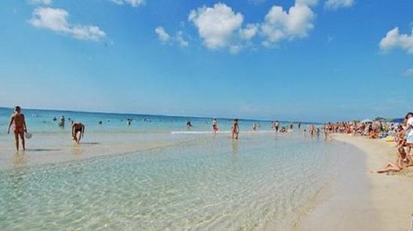 Matrimonio Spiaggia Gallipoli : Orrore su una spiaggia di gallipoli trovate ossa un