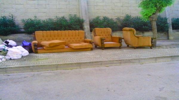 Nonostante la raccolta differenziata, il divano si abbandona ancora ...