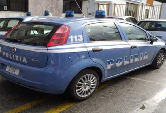 Alla guida dell'auto dell'amica senza patente e danneggia auto in sosta: denunciate 2 ragazze