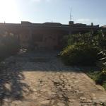 La casa dove è stato rinvenuto l'uomo carbonizzato