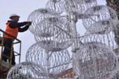 Luminarie: il Comune spende 55mila euro e  al posto dell'abete vero le sfere luccicanti