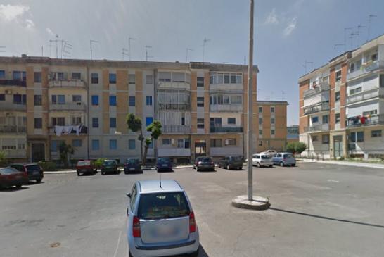 Inseguito dalla polizia, abbandona la moto per terra e si dilegua, caccia all'uomo a Sant'Elia