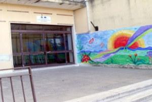 Panico a scuola: impianto elettrico in tilt struttura evacuata, ragazzi in cortile