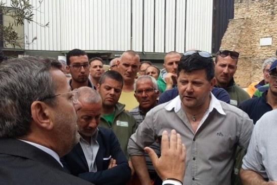 """I netturbini protestano sotto Nervegna: faccia a faccia col sindaco, Consales: """"querelo Oggiano""""-Video"""