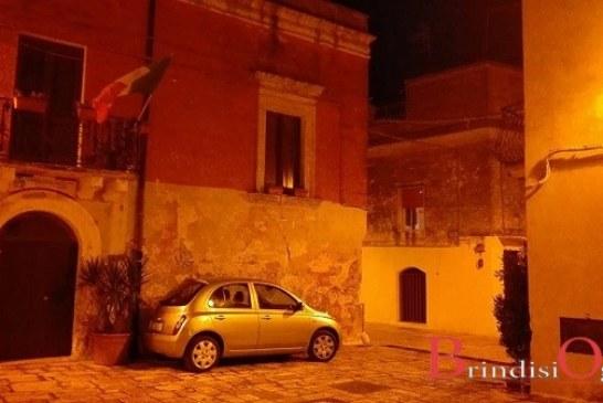 Paura nel centro storico, anziana rimane chiusa in casa