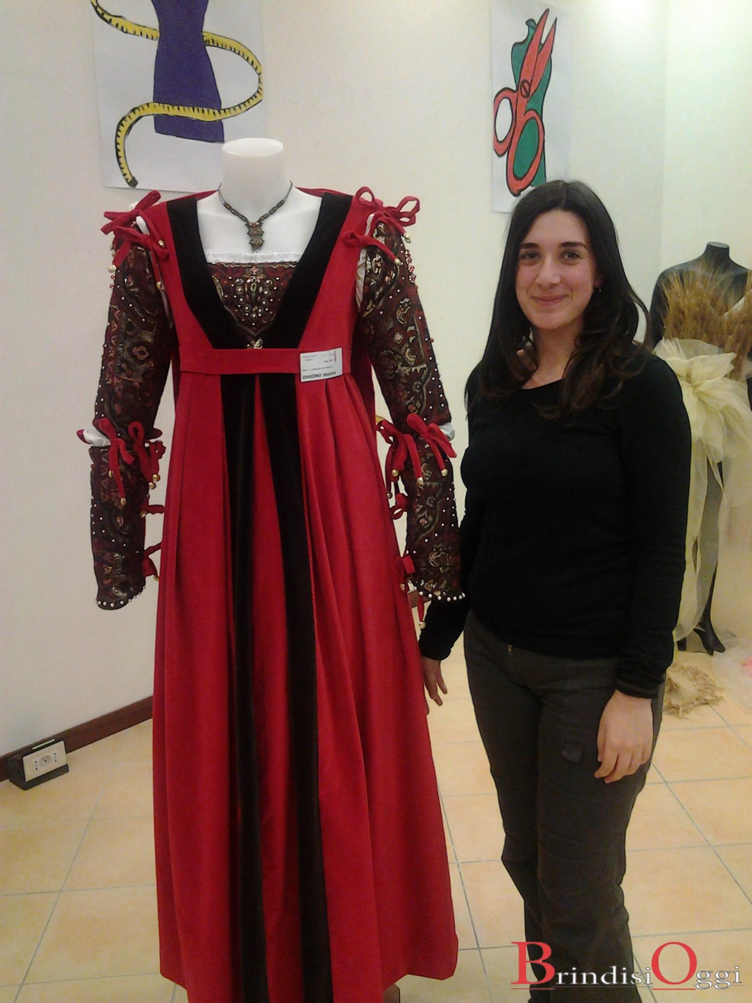 3143df8df4ac Abiti Cerimonia Auchan Giugliano ~ Scuola di moda burgo abiti in mostra  nella galleria