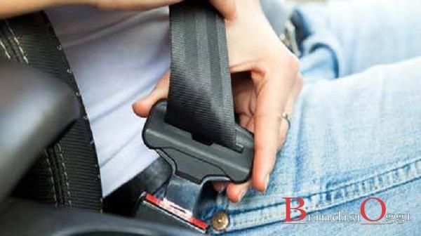 6507b41644 Usano il trucco del blocchetto per non indossare la cintura, multati in 4, e  da lunedì torna il telelaser: ecco dove