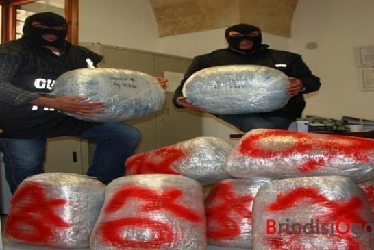 Bloccato sulla statale con 64 chili di marijuana, arrestato 26enne