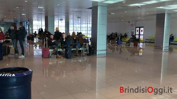 Brindisi, atterraggio di emergenza: paura ma nessun ferito