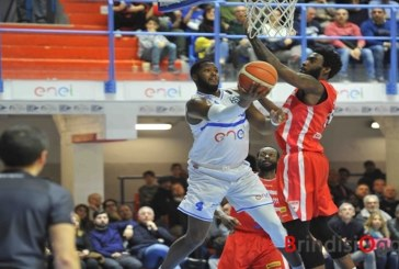 """Enel basket batte Varese, Sacchetti: """"Pensiamo a salvarci poi faremo altri calcoli"""