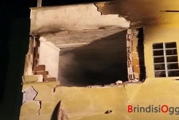 Terribile esplosione per una perdita di gas dalla stufa, sventrata una casa