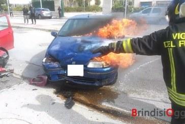 Paura al Paradiso, contromano alla Torretta provoca un incidente e l'auto va in fiamme- Video