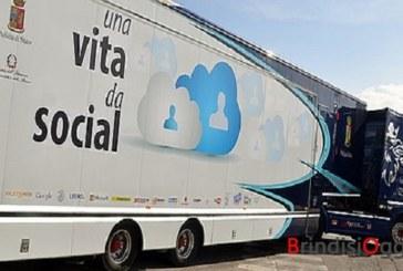 """Truck di """"Una Vita da Social"""" , tappa brindisina, per la campagna contro il cyberbullismo"""