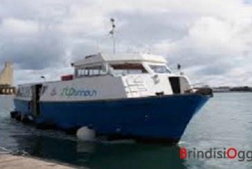 Nuova fermata della motobarca Stp di Brindisi, nel week end tappa davanti al Monumento al Marinaio