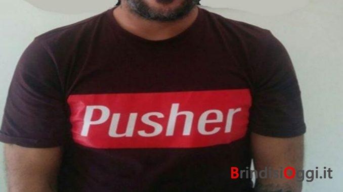 Indossa maglietta con scritta